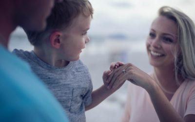 Vis positive følelser overfor dit barn